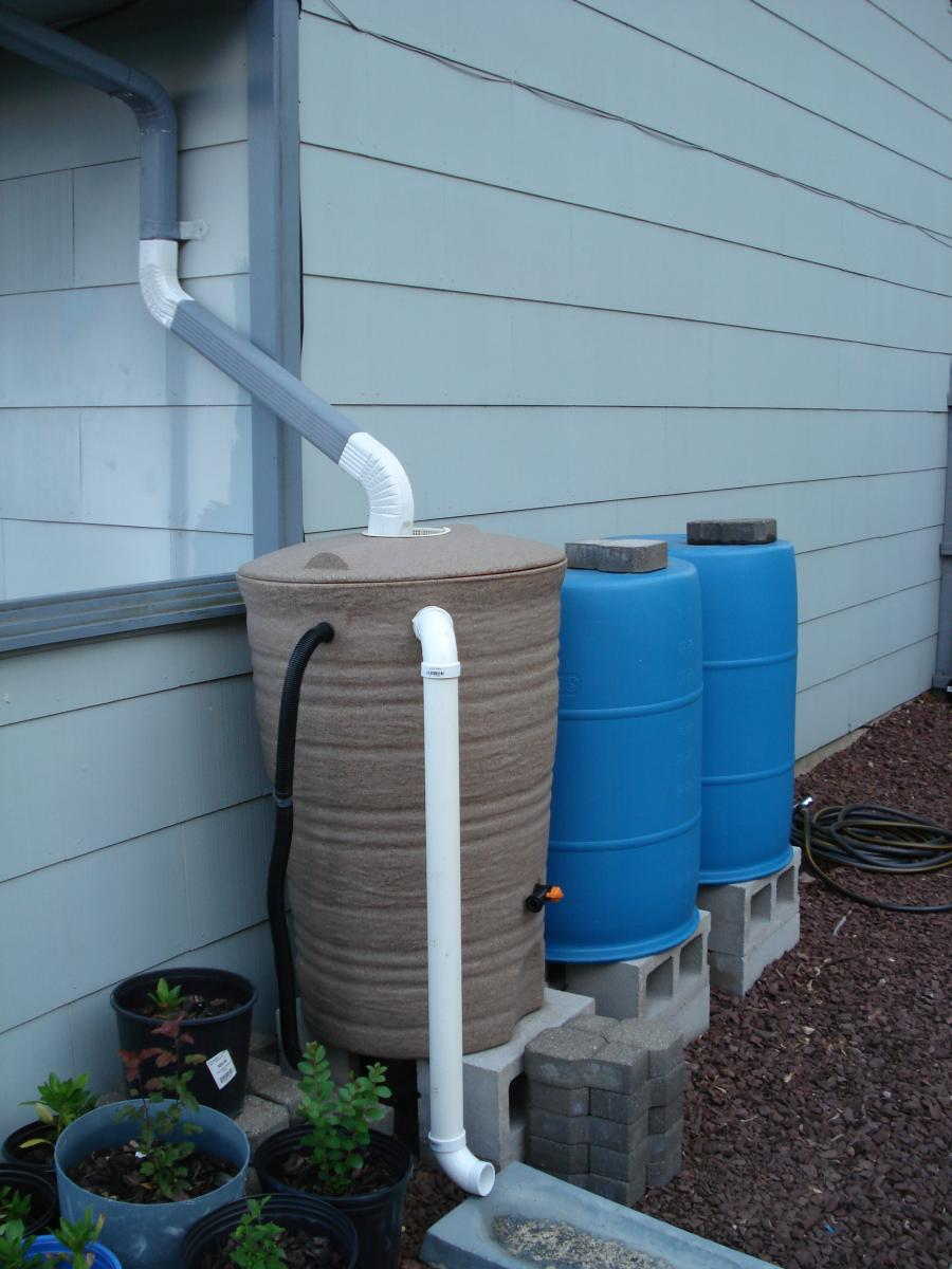 Rain barrel modification 055.jpg