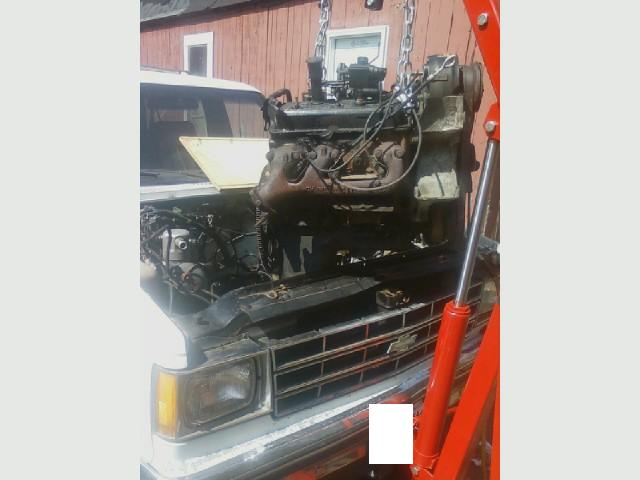 Blazer project - old engine coming out E..jpg