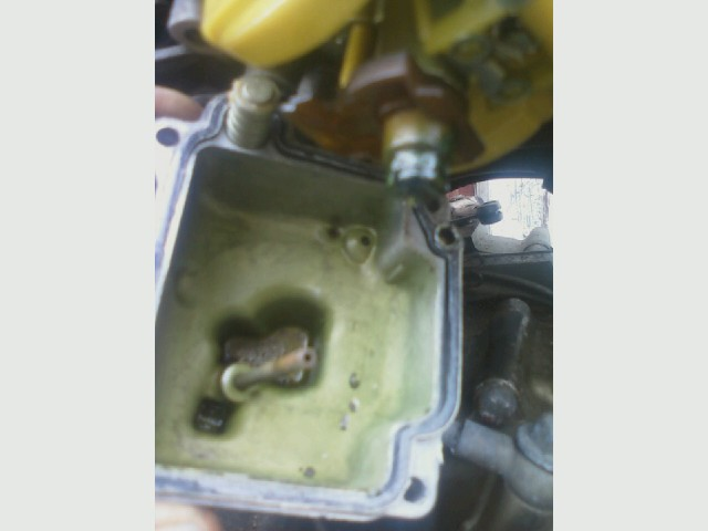 DR350, Mike's, clogged green carb.jpg