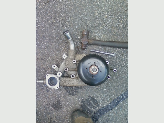 04 Silverado water pump, old .jpg