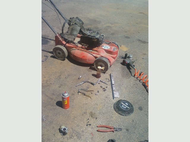 Mower repair - sheared key.jpg