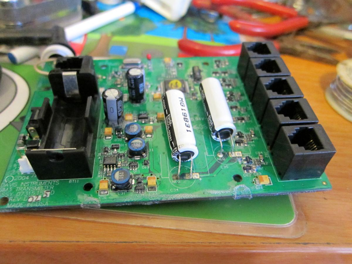 Davis weatherstation board repair, capacitor  soldering (4).JPG