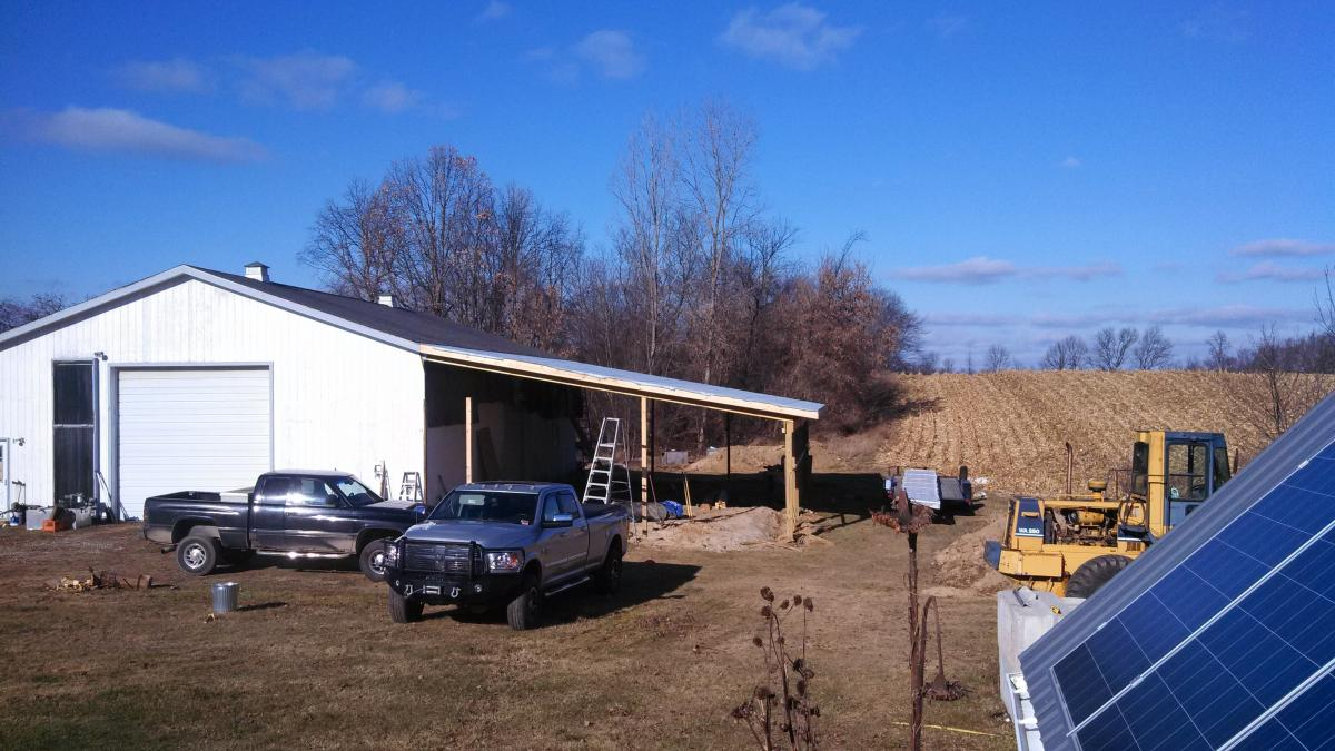 steel roofing going on..jpg